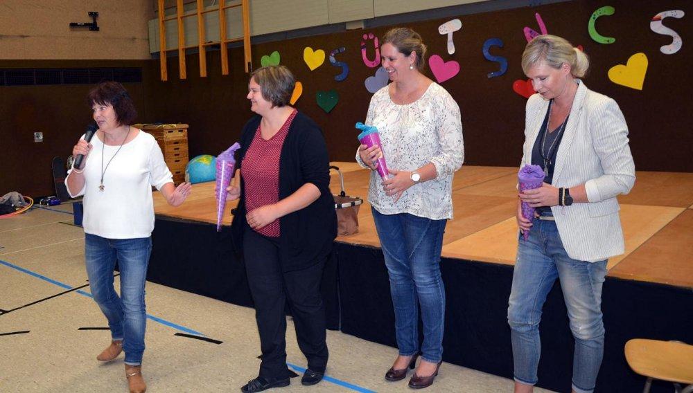 2. die Lehrerinnen + Schulleiterin S. Wetter-Wicht (1)